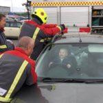 Este bebé trancou-se dentro do carro e adorou ver a missão da equipa de salvamento