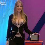 Lenka Silva (assistente Preço Certo) sempre sensual
