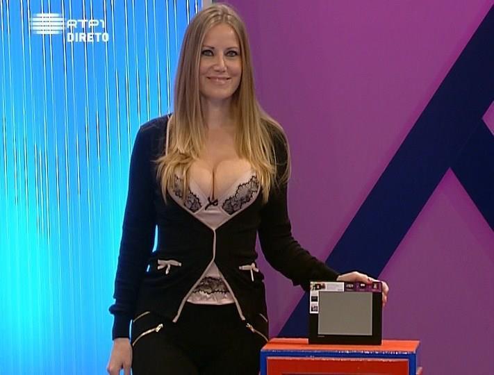 Lenka Silva (assistente Preço Certo) sempre sensual - Puta